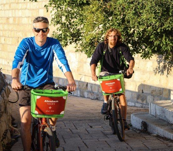 Bike Tour - Abraham Hostels